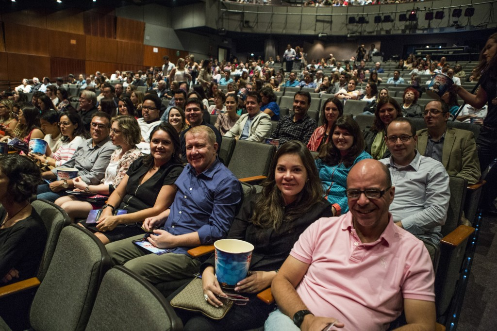 Os leitores assistiram ao musical pertinho do palco