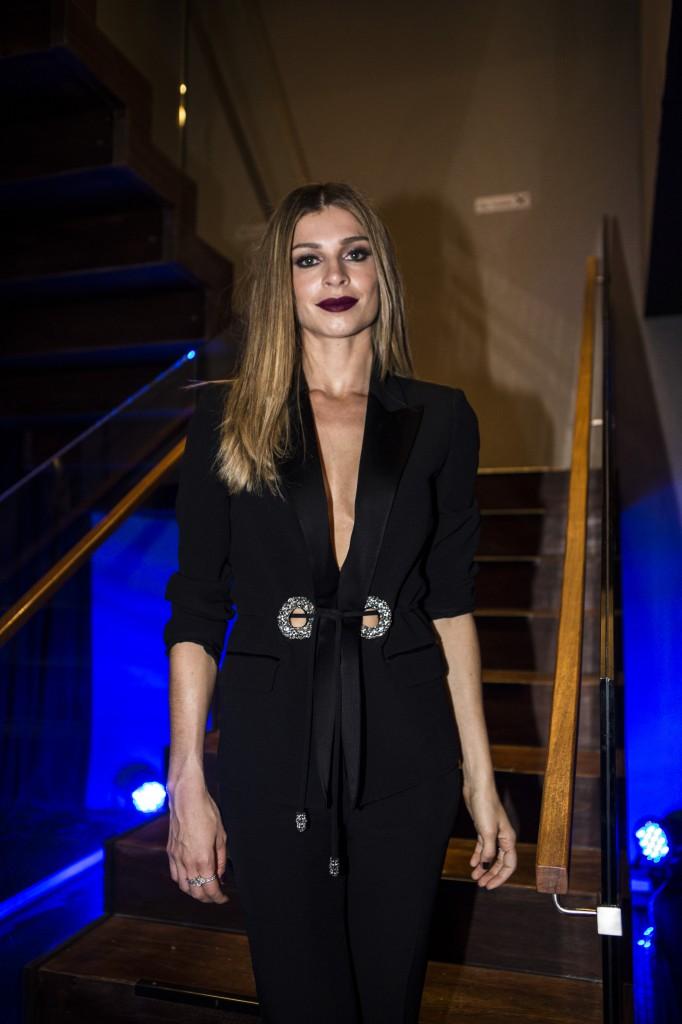 Grazi Massafera, que interpreta Larissa, veste terninho e calça justinha, da Cavalera. Na maquiagem, o batom chama a atenção e valoriza o look. (Foto: Ricardo D'Angelo)