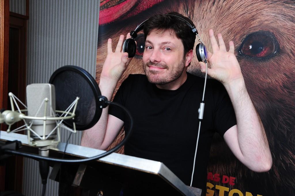Danilo Gentili durante a dublagem do desenho