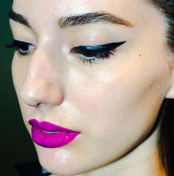 Qual mulher nunca sofreu na hora de traçar o delineado nos olhos? (Foto: Reprodução/Instagram)