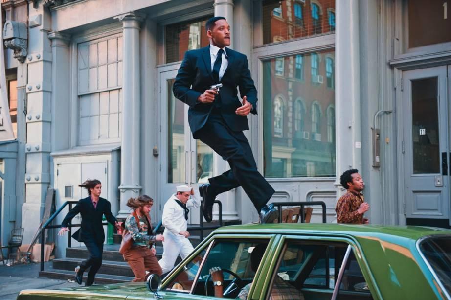 Will Smith como o Agente J: o personagem  retorna a 1969 na comédia de ficção científica Homens de Preto 3
