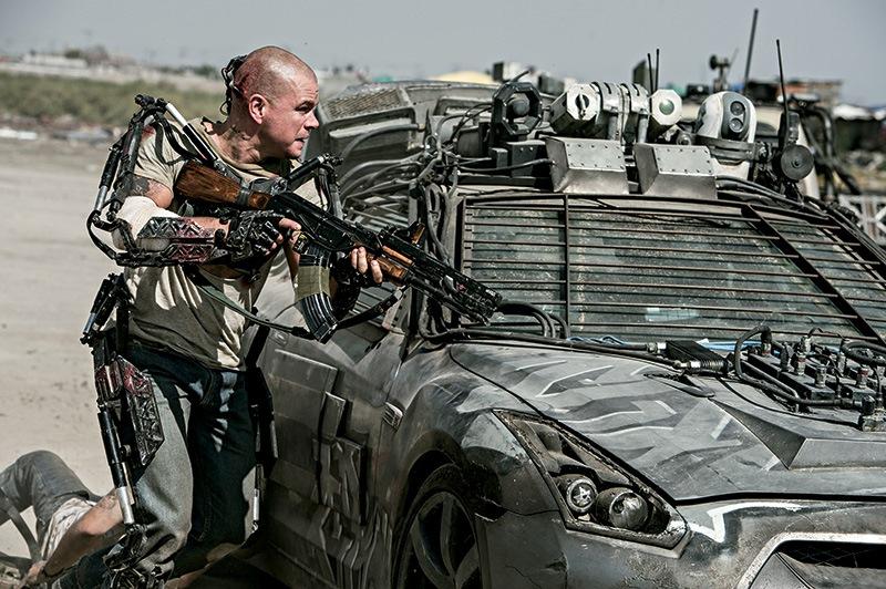 Elysium: Matt Damon, enfrentando os inimigos para salvar a própria pele