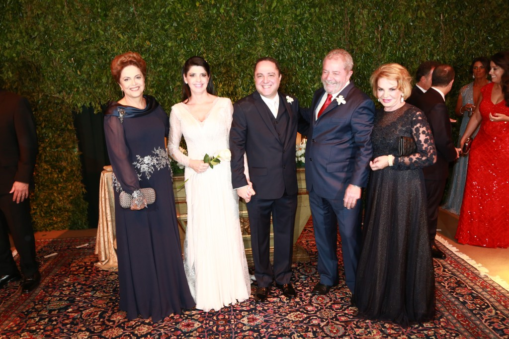 A presidente DIlma, os noivos Claudia e Kalil, o ex-presidente Lula e Maria Letícia