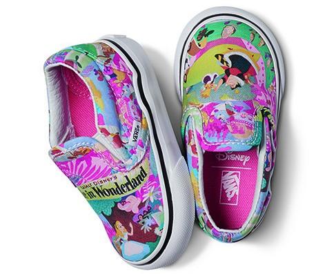 Disney-T-ClassicSlipOn-WonderlandPink-H R$199,00
