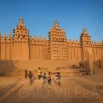A Grande Mesquita de Djenné, no Mali, serve de campo de futebol (Crédito: Caio Vilela)
