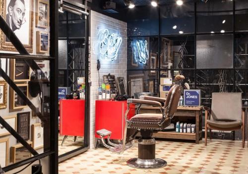 Barbearia Dr. Jones: espaço retrô no primeiro piso da loja Reserva