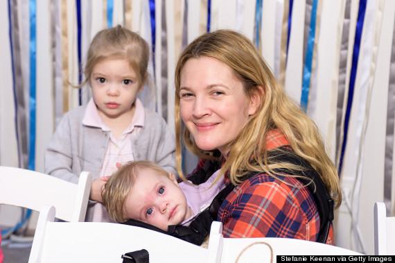 Drew Barrymore com as pequenas Olive e Frankie