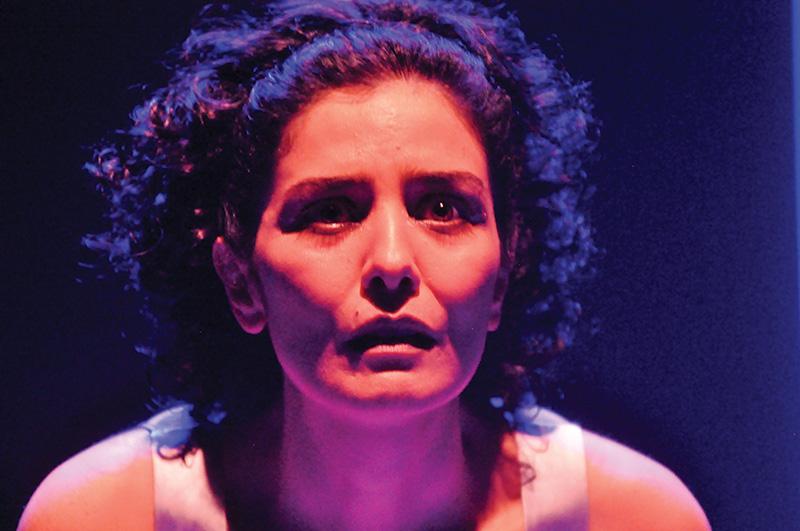 Letícia Sabatella interpreta Antígona