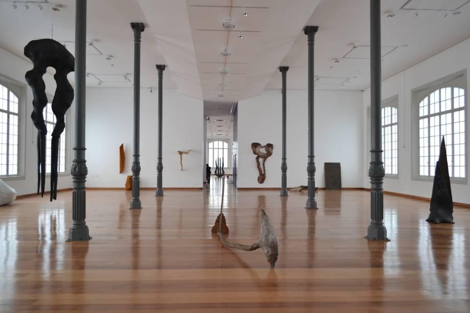 Vista geral da mostra individual na Estação Pinacoteca