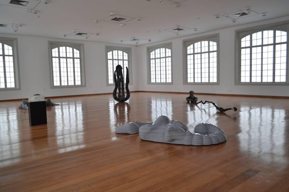 """Esculturas não têm nome: """"Não sinto naturalidade em nomeá-las; parece algo farsesco"""", diz o artista"""