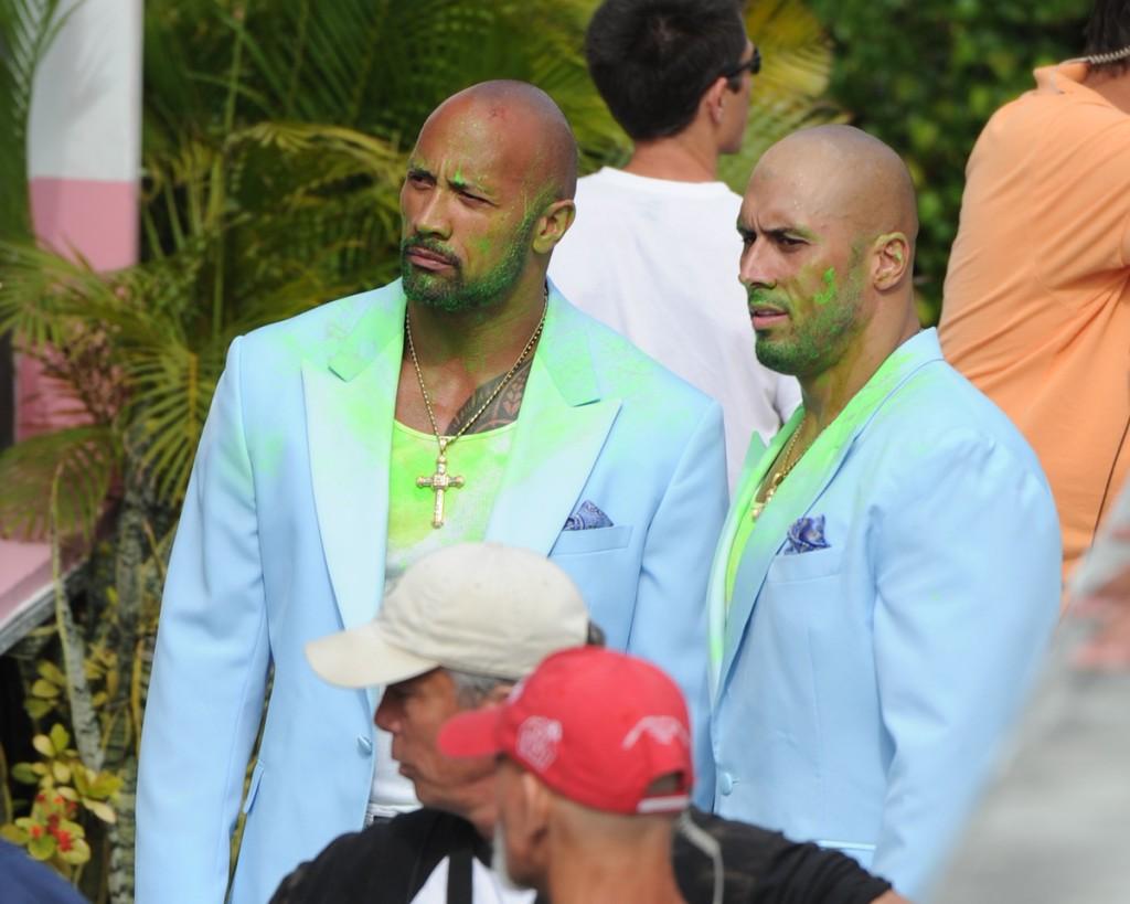 Dwayne Johnson (à esquerda), ex-The Rock, gravando Sem Dor, Sem Ganho, em Miami