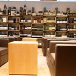 Adega: 888 rótulos e um charmoso bar de vinhos