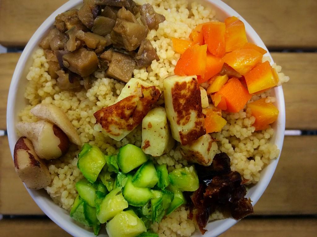 Salada no copão: a porção farta que vale por uma refeição custa R$ 23,00 (Foto: divulgação)