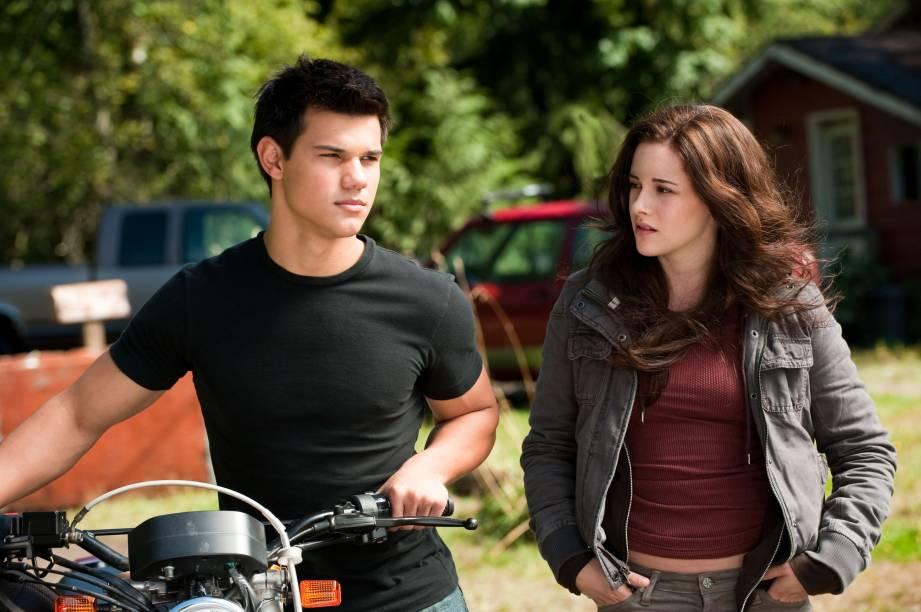 Em Eclipse, Jacob (Taylor Lautner) faz de tudo para estar ao lado de Bella (Kristen Stewart)