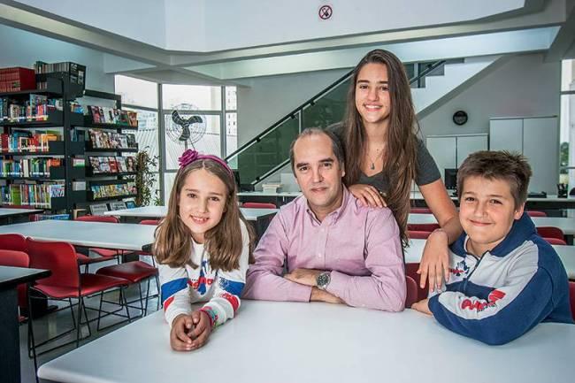 Ed. 2393 - Educação - Felipe Marini com os filhos Sofia Helena e Rodrigo