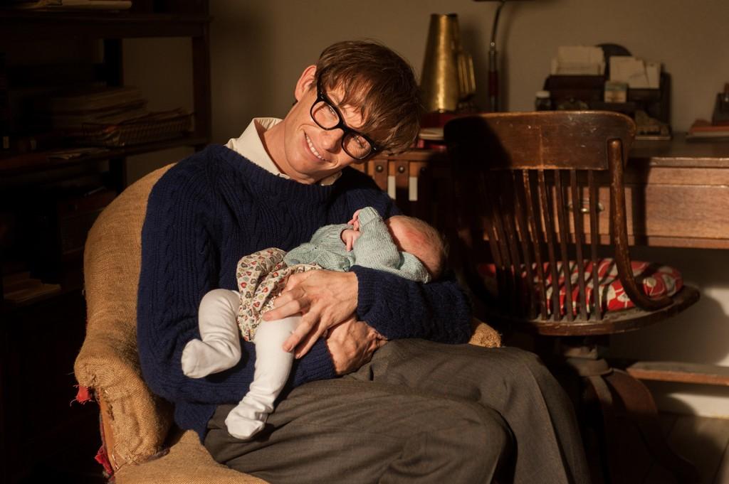 Eddie Redmayne interpreta o físico Stephen Hawking em A Teoria de Tudo