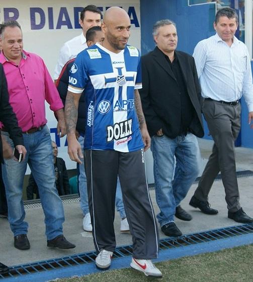 Edinho Nascimento: faltou à cerimônia do pai porque estava trabalhando (Foto: Reprodução/Facebook)