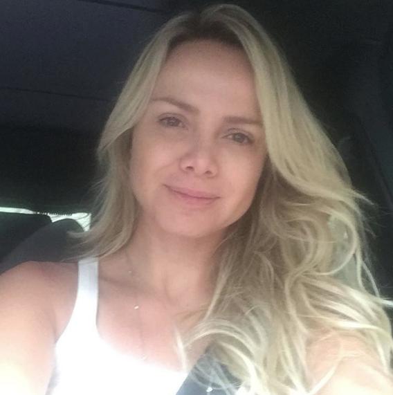 A apresentadora também costuma publicar fotos sem nenhuma maquiagem (Foto: Reprodução/Instagram)