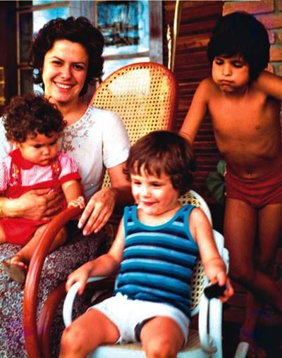 Família: Elis com os filhos Maria Rita, Pedro Mariano e João Marcello Bôscoli;