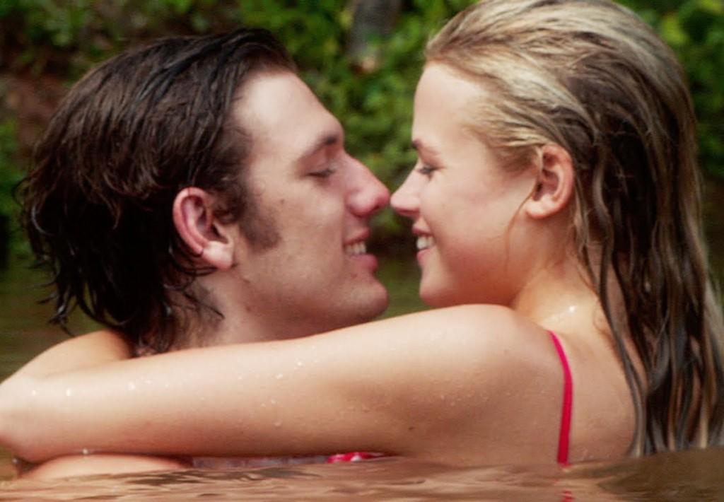 Dia 12/6 - Amor Sem Fim - Alex Pettyfer e Gabriella Wilde na refilmagem do drama romântico de 1981
