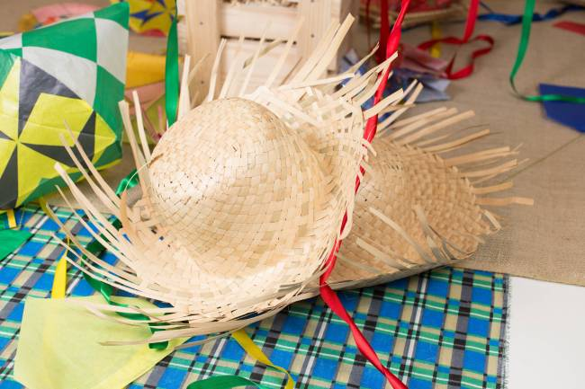 ENFEITES FESTA JUNINA - chapéu grande de palha