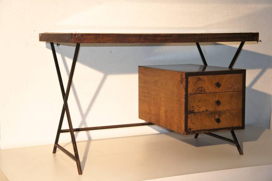 Escrivaninha desenvolvida pelo Studio Palma, em 1949