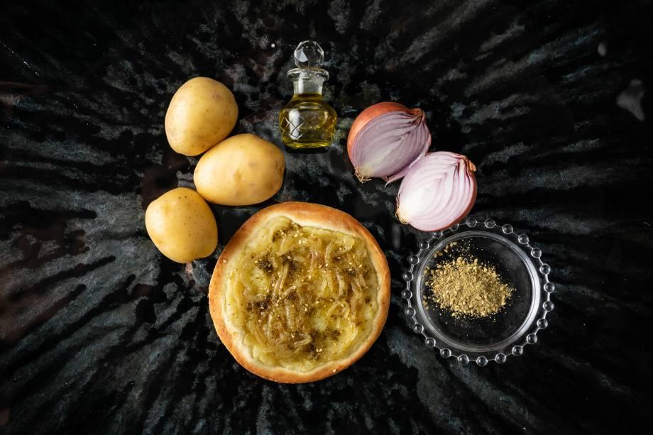 Esfihas de festa: durante todo o mês de abril, esfihas inéditas, como a de batata com cebola, fazem parte de um combo de aniversário
