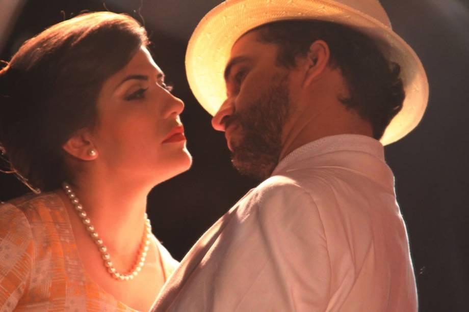Fantasia e realidade: Dani Mustafci e Fábio Ock protagonizam a comédia romântica Espartilho