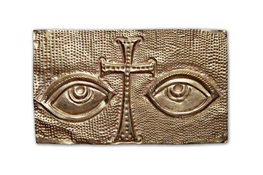 Reprodução da placa votiva de ouro datada do século VI-VII, encontrada no túmulo de São Pedro