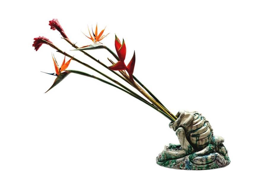 Esqueleto com Flores, de Tiago Carneiro da Cunha