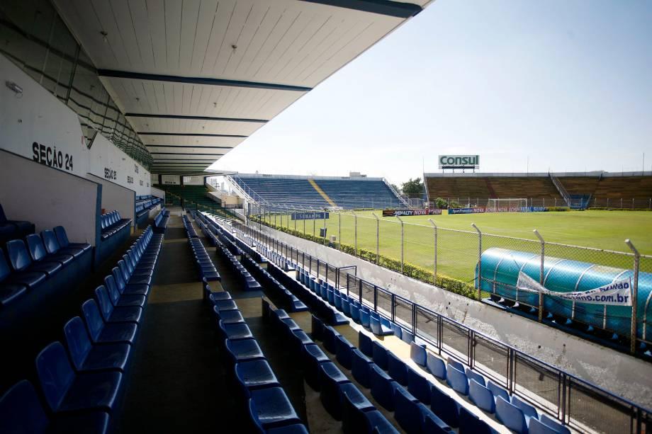 O estádio tem capacidade para receber 14.400 torcedores