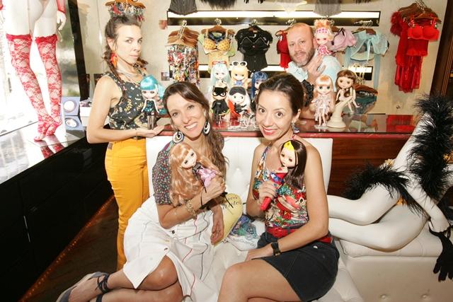 Carol Gold, Isabela Capeto, Thais Gusmão e Samuel Cirnansck: vão customizar e criar roupas especiais para o primeiro Blythecon de São Paulo (Foto: Fernando Moraes)