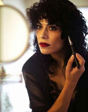 O batom vermelho é marca registrada da maquiadora (Foto: Reprodução/Instagram)