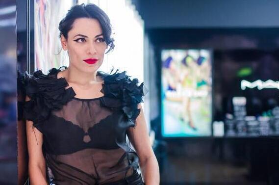 Fabi Gomes é maquiadora sênior da M.A.C
