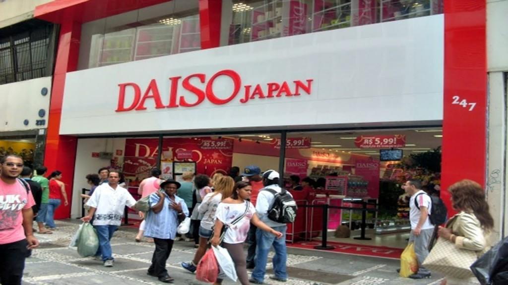 Fachada da loja Daiso: agora, também na internet (Foto: Reprodução/YouTube)