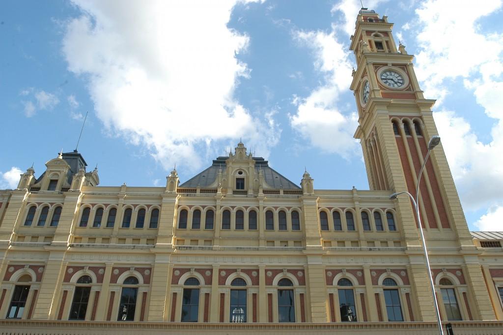 Data da foto: 04/2006 Fachada do edifício da Estação da Luz, onde está instalado o Museu da Língua Portuguesa.