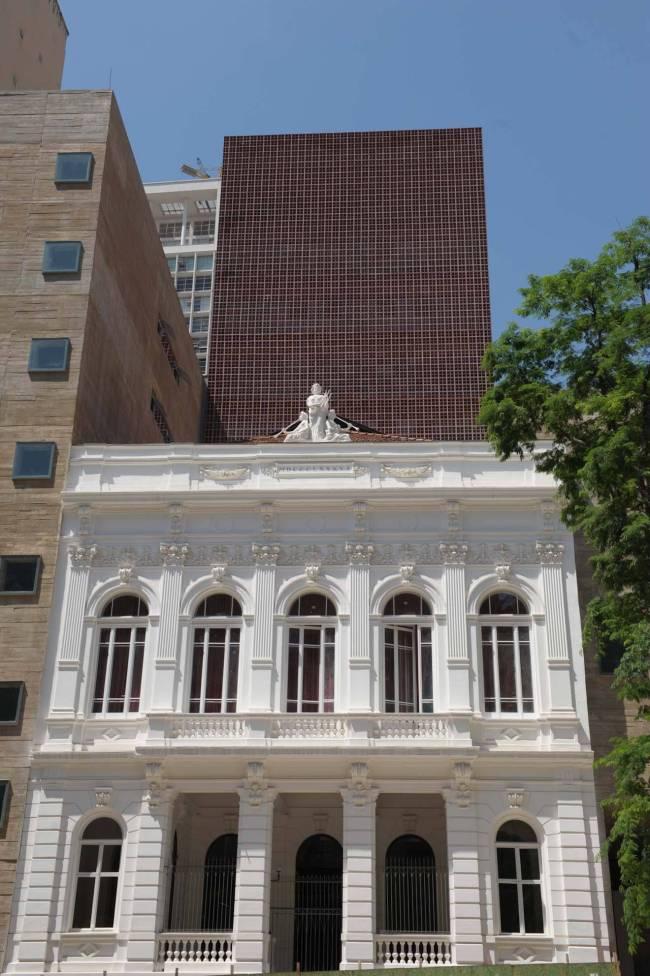Fachada da Praça das Artes