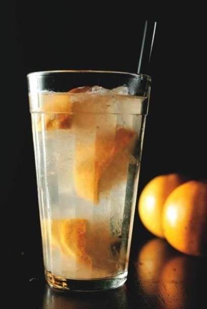 No cardápio do Falafa Bar & Deli: caipirosca de limão-siciliano e abacaxi com um toque de áraque (destilado de uva com anis)