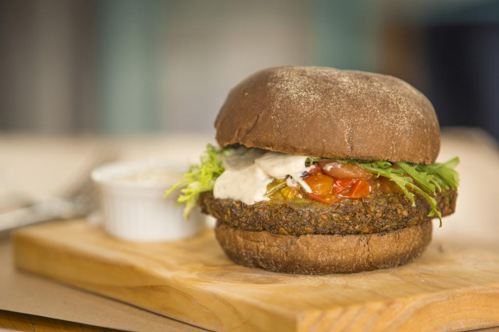 Falafel burger: R$ 29,00 na Lox Deli (Foto: Divulgação)