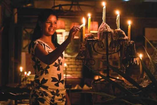 Priscila Serafim, do Santa Gula: 3.500 velas acesas por mês