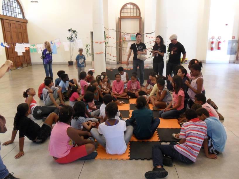Programa de férias no Museu da Língua Portuguesa chama atenção da garotada