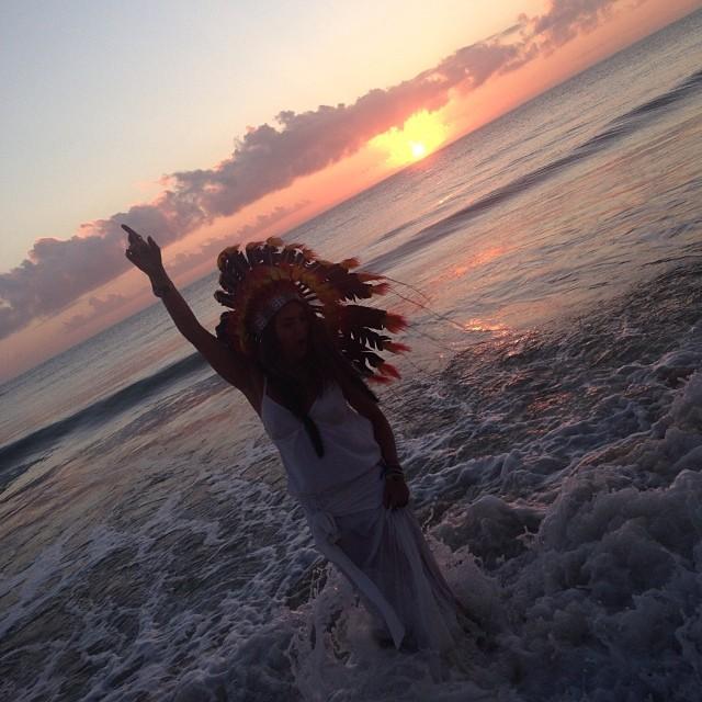 Em Trancoso, Fernanda Paes Leme foi pular as ondas no mar