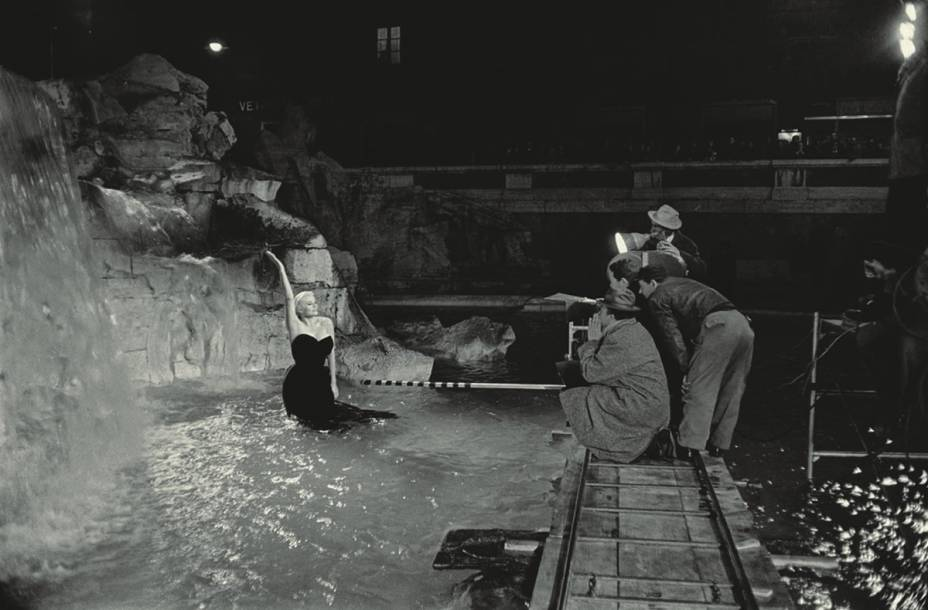 Anita Ekberg na famosa  cena na Fontana di Trevi em A Doce Vida: núcleo dedicado às mulheres