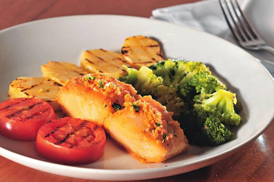 Cardápio especial do contemporâneo Fillipa, com bacalhau guarnecido de tomate, batata e brócolis grelhados mais arroz