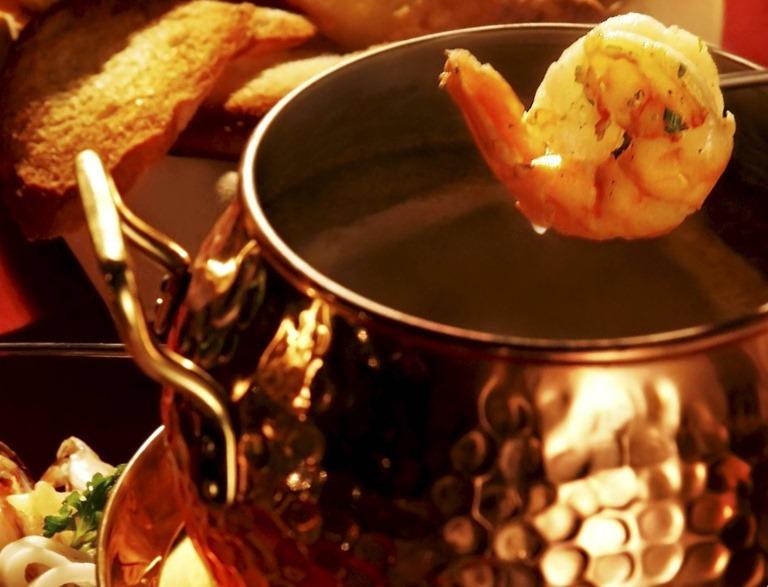 Fondue de camarão: especialidade do Era uma vez um chalezinho...