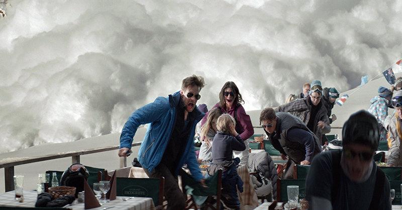 Uma avalanche detona um ótimo drama familiar no sueco Força Maior
