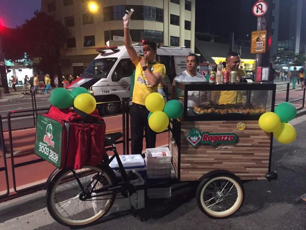 Bicicleta do Ragazzo: equipada com estufa, para manter os salgados quentinhos