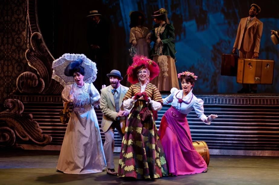 """Marília Pêra no musical """"Alô, Dolly"""""""