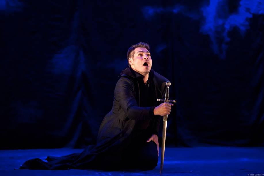 Thiago Lacerda: revolta, fragilidade e loucura numa interpretação ímpar