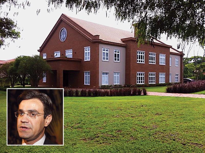 Garcia (no detalhe): casa avaliada em 10 milhões de reais na Fazenda Boa Vista (Fotos: Felix Lima / Reprodução)